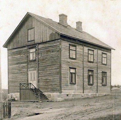 Hindhårs första finskspråkiga skola 1922. Senare bostadshus för arbetarna i läderfabriken.